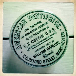 001 Toothpaste pot 1